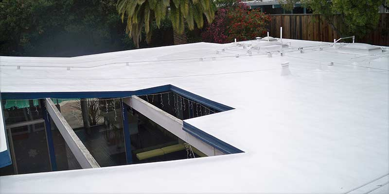 Leak protection on flat roof with foam roofing